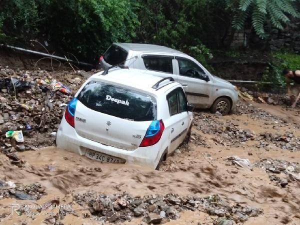 हिमाचल में बारिश ने मचाई तबाही, देखें दिल दहला देने वाली वीडियो