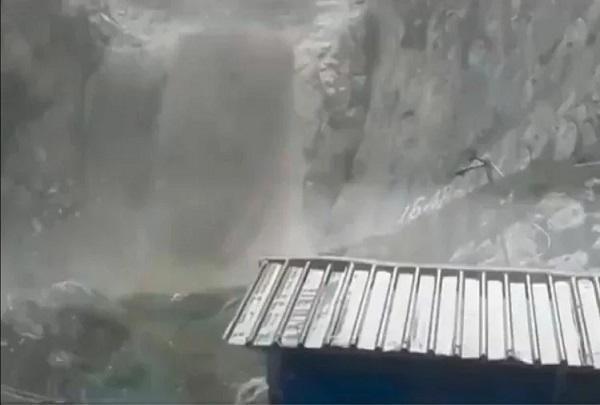 अमरनाथ गुफा के पास बादल फटा, देखें तस्वीरें
