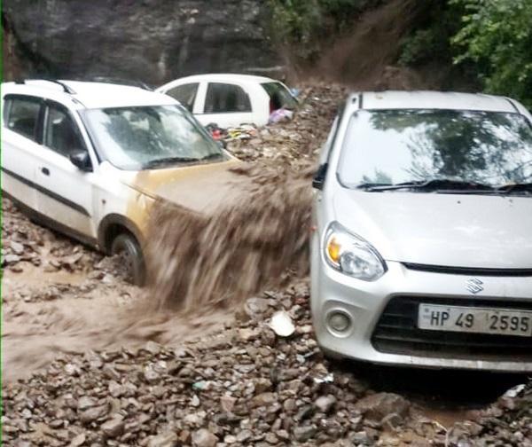 बारिश ने हिमाचल में मचाई तबाही:सार्वजनिक और निजी संपत्ति को 4600 करोड़ रुपए का नुकसान