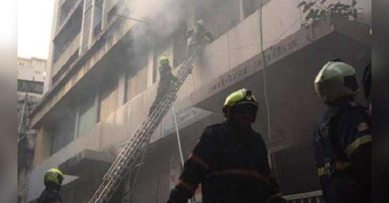पांच मंजिला इमारत में लगी आग, एक की मौत,  छह लोगों ने की दम घुटने की शिकायत