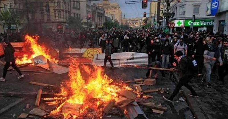 चिली के राष्ट्रपति पिनेरा ने हटाया आपातकाल , प्रदर्शन जारी