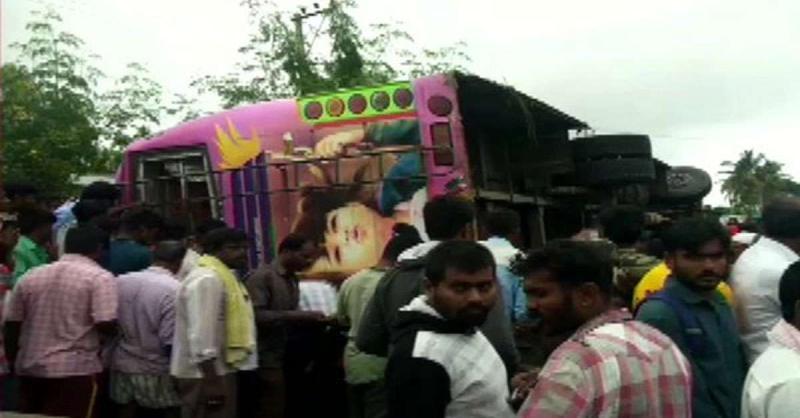 कर्नाटक में आज सुबह बस पलटने से 5 लोगों की मौत, 15 घायल