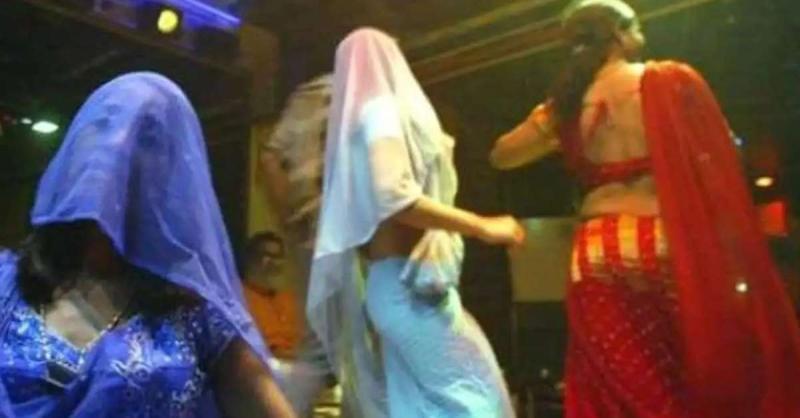 मुंबई : डांस बार पर छापा, 14 ग्राहकों सहित 22 गिरफ्तार