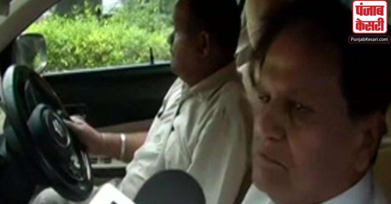 नितिन गडकरी से मिले अहमद पटेल, बोले- महाराष्ट्र की राजनीति पर नहीं हुई कोई बात