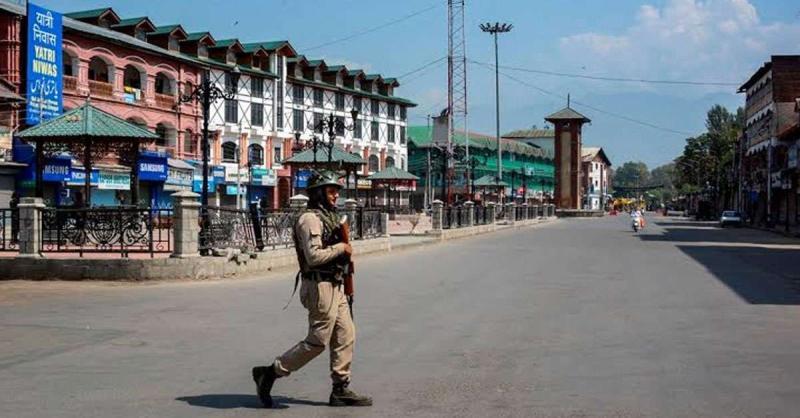 जम्मू कश्मीर: हजरतबल दरगाह की ओर जाने वाली सड़कें बंद, जनजीवन प्रभावित