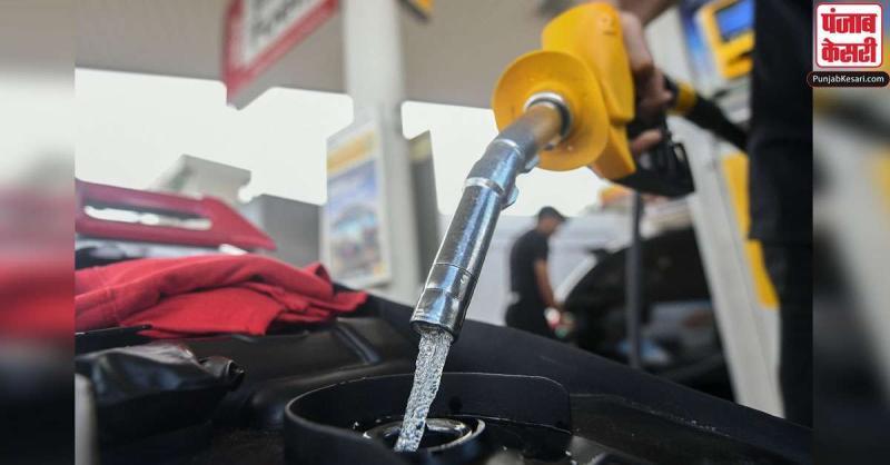 पेट्रोल के दाम में एक बार फिर हुआ इजाफा, डीजल के भाव स्थिर