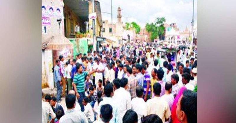 एक ही रात में कई दुकानों के टूटे ताले, व्यापारियों ने किया विरोध प्रदर्शन