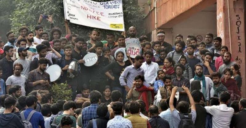 JNUSU ने सुरक्षागार्डों पर प्रशासनिक खंड में विरोध कर रहे छात्रों पर हमला करने का लगाया आरोप