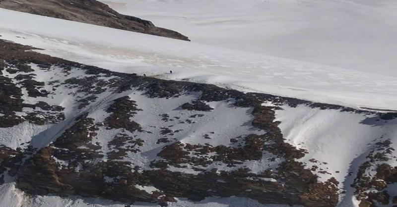 कश्मीर में हिमस्खलन की दो अलग-अलग घटनाओं में चार जवान फंसे