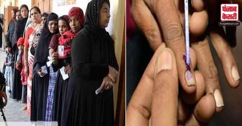 कर्नाटक उपचुनाव में 62.18 प्रतिशत मतदान, 12 सीटों पर त्रिकोणीय मुकाबला