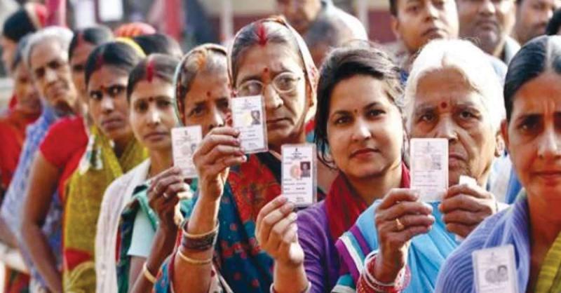 पुरुषों के मुकाबले वोटिंग में महिलाएं दबंग