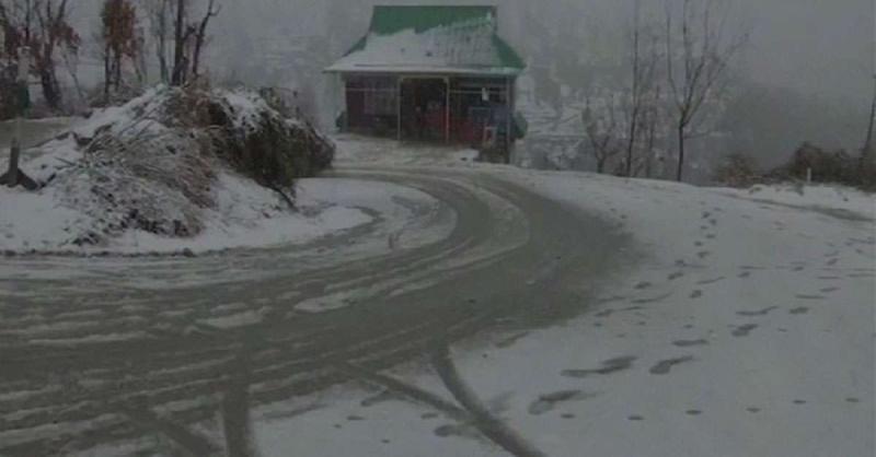 कश्मीर में शीतलहर का प्रकोप जारी, तापमान शून्य से नीचे