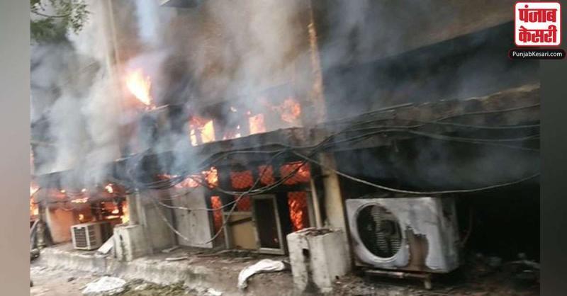 दिल्ली में परिवहन विभाग के कार्यालय में लगी आग, घटनास्थल पर पहुंची दमकल की 8 गाड़ियां