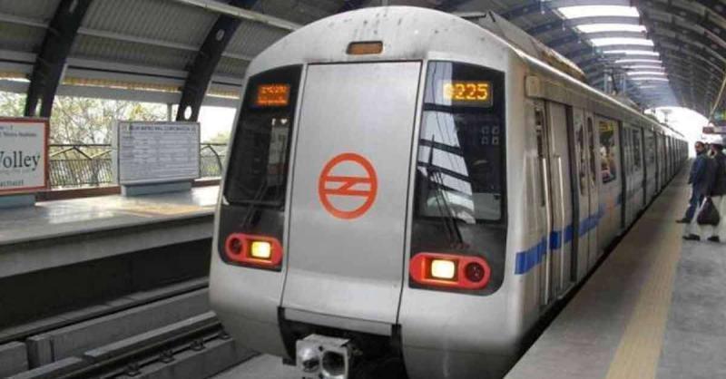 करोल बाग मेट्रो ट्रैक पर कूदा यात्री, ब्लू लाइन प्रभावित