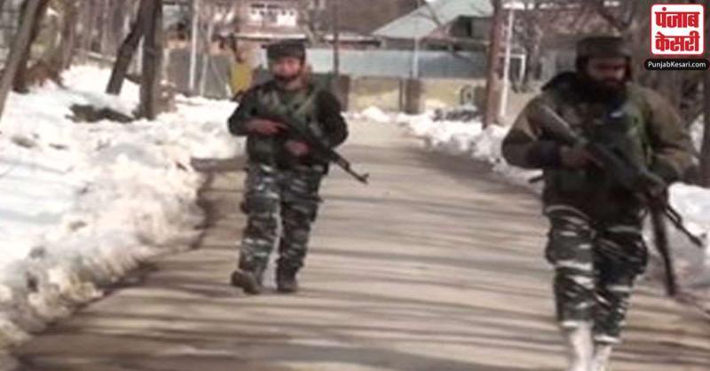 जम्मू-कश्मीर के शोपियां में मुठभेड़ में हिज्ब के तीन आंतकवादी मारे गए
