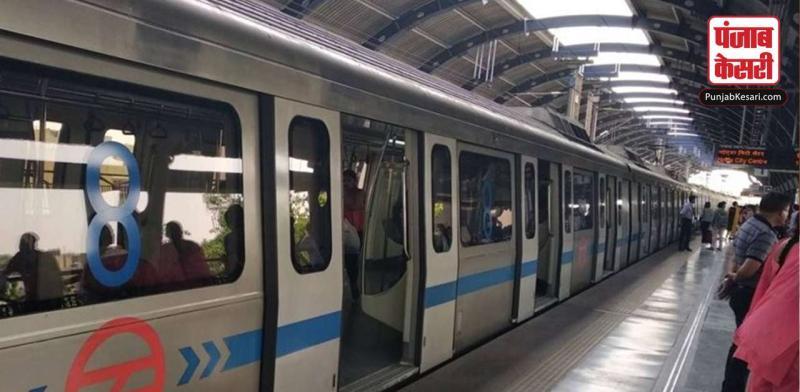 Delhi Metro : शख्स के पटरी पर बैठने से Blue Line की सेवाएं प्रभावित