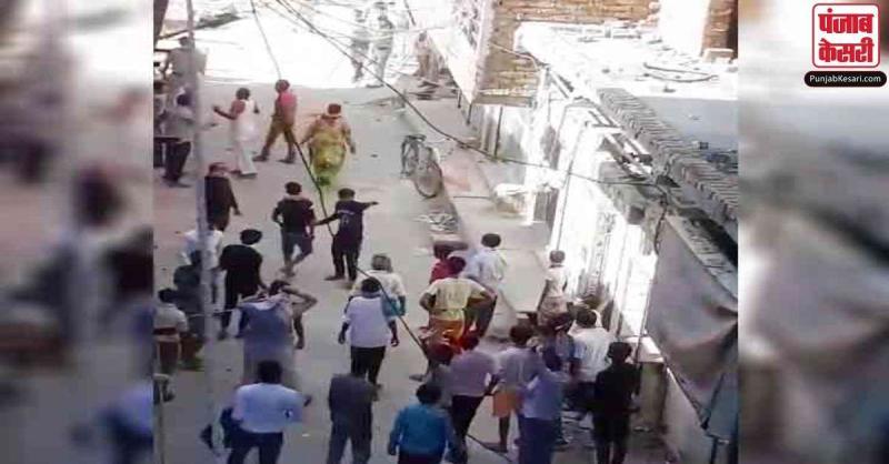 गुरुग्राम में नहीं मिला प्रवेश तो गुस्साए लोगों ने पुलिस पर किया पथराव, कई पुलिसकर्मी जख्मी
