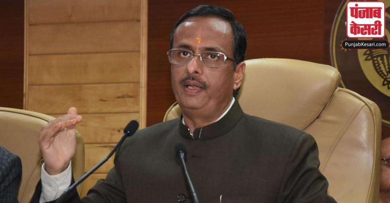 यूपी के डिप्टी सीएम दिनेश शर्मा ने कांग्रेस को घेरा, कहा - लिस्ट में 460 बसें फर्जी, 297 बसें कबाड़