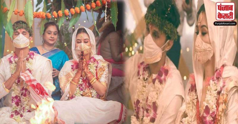 सोशल मीडिया पर हलचल असम में हुई इस शादी ने मचाई, दूल्हा-दुल्हन का सिल्क का मास्क बना वजह