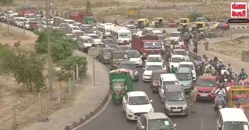 दिल्ली-गाजियाबाद बार्डर पर फिर लगी वाहनों की लाइनें, भीड़ में 'पास-धारक' भी बहा रहे पसीना