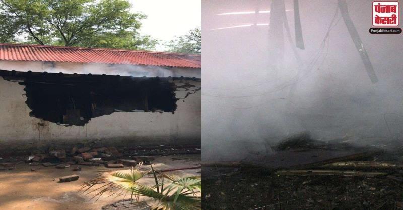 दिल्ली : आर्मी कैंटीन में लगी भीषण आग पर दमकल की 8 गाड़ियों ने पाया काबू