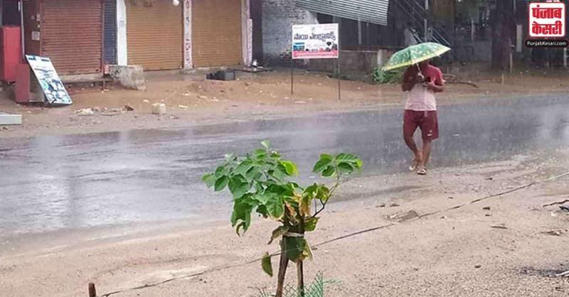 उत्तर और पश्चिम भारत में बारिश के कारण भीषण गर्मी से लोगों को मिली राहत