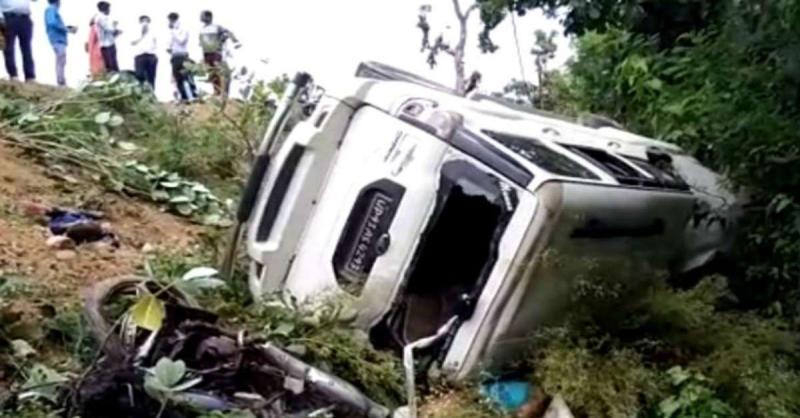 मध्य प्रदेश के छतरपुर में भीषण सड़क हादसा, 3 बच्चों समेत आठ लोगों की मौत