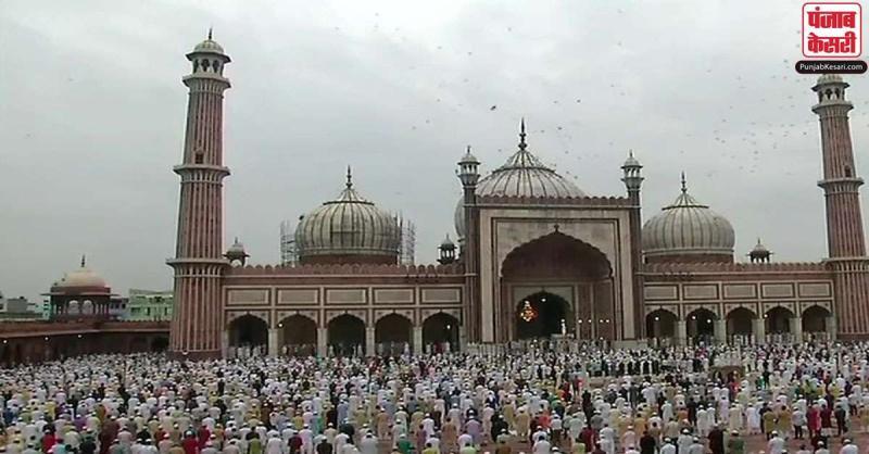 कोविड-19 महामारी के बीच दिल्ली में मनाई गई ईद, सोशल डिस्टेंसिंग का रखा गया खास ख्याल