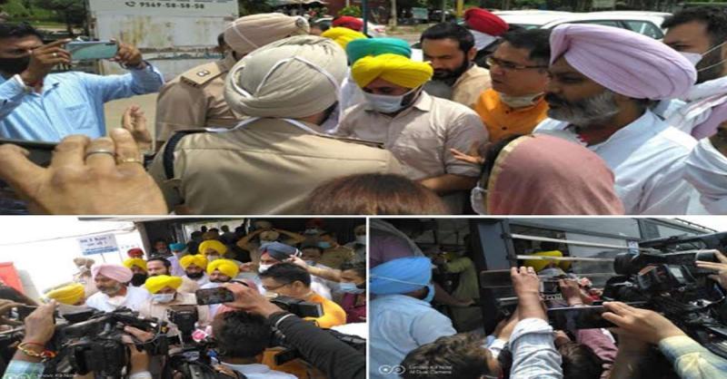भगवंत मान समेत आप नेताओं द्वारा कैप्टन के खिलाफ जबरदस्त प्रदर्शन, कोठी का घेराव करने गए नेताओं को पुलिस ने किया भगवंत मान समेत आप नेताओं द्वारा कैप्टन के खिलाफ जबरदस्त प्रदर्शन, कोठी का घेराव करने गए नेताओं को पुलिस ने किया गिरफ्तार