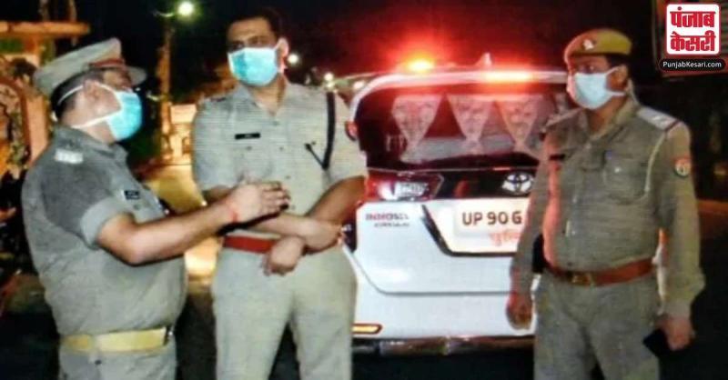 UP के बांदा में प्रेमी जोड़े पर कुल्हाड़ी से हमला करने के बाद जिन्दा जलाया, दोनों की मौत
