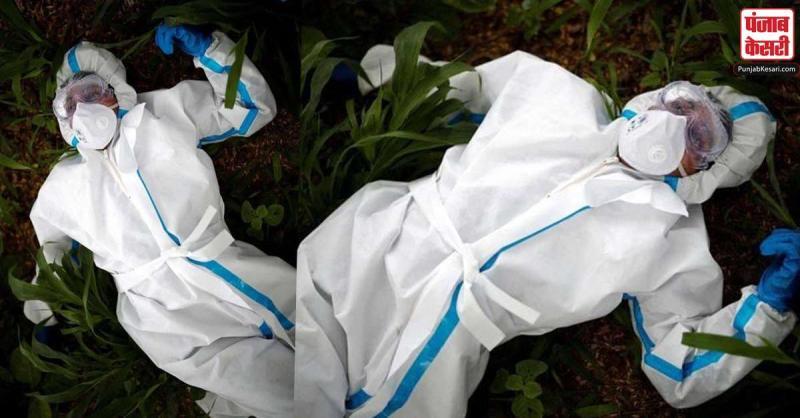 कोरोना वॉरियर शव दफनाने से पहले थककर लेटा जमीन पर,तस्वीर हुई वायरल