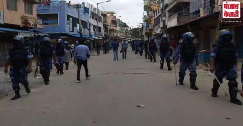 बेंगलुरु हिंसा : रैपिड एक्शन फोर्स ने डीजे हल्ली इलाके में किया फ्लैग मार्च