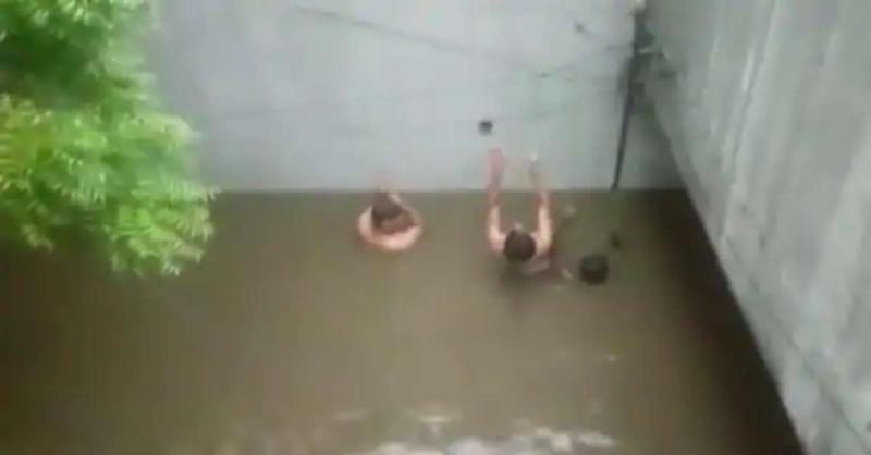गाजियाबाद में गौशाला अंडरपास पर हुए जलभराव में डूबने से बच्चे की हुई मौत