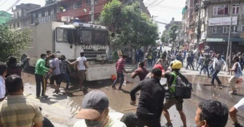 नेपाल : धार्मिक रथ यात्रा निकालने पर पुलिस और स्थानीय लोगों के बीच झड़प, कई पुलिसकर्मी घायल