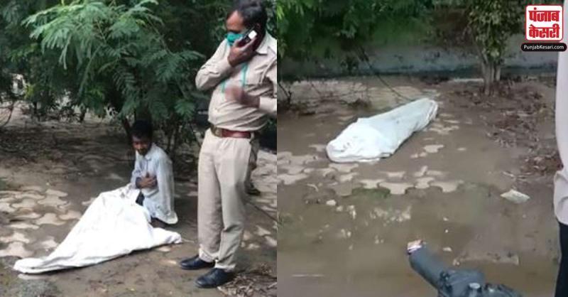बोरा ओढ़कर सड़क किनारे सो रहे इस शख्स को लोगों ने लाश समझकर कर दिया कुछ ऐसा, वीडियो हुआ वायरल