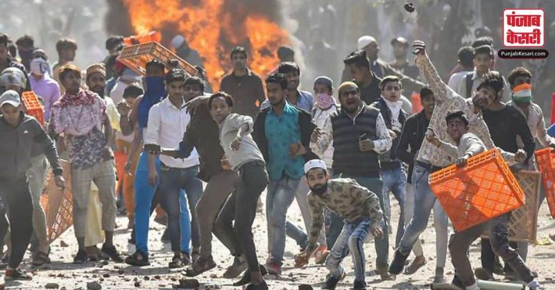 Delhi Violence : स्पेशल सेल ने कोर्ट में दायर की साढ़े 17 हज़ार पन्नों की चार्जशीट, ताहिर हुसैन समेत 15 लोग आरोपी