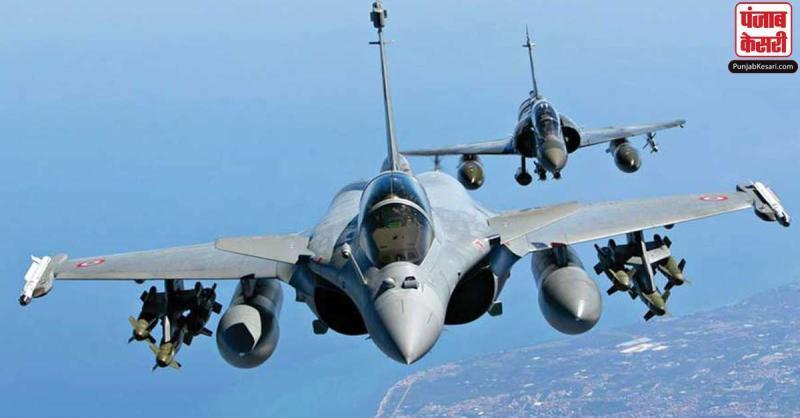 चीन से तनातनी के बीच भारतीय वायुसेना में शामिल हुए राफेल ने लद्दाख में भरी उड़ान