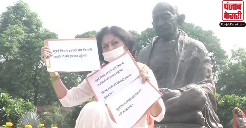संसद परिसर में धरने पर बैठीं रूपा गांगुली, मुंबई फिल्म इंडस्ट्री पर लगाए गंभीर आरोप