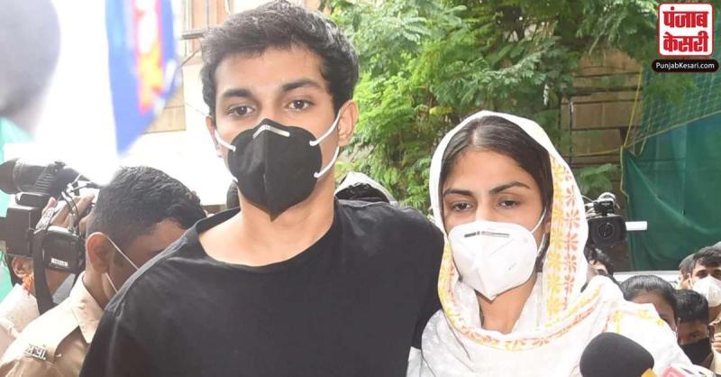 सुशांत केस : रिया चक्रवर्ती की 6 अक्तूबर तक बढ़ी न्यायिक हिरासत, जमानत पर HC में सुनवाई कल