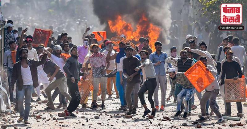 दिल्ली दंगा : साजशिकर्ताओं ने प्रदर्शन पर धर्मनिरपेक्षता का मुखौटा डालने के लिए व्हाट्सऐप ग्रुप बनाया
