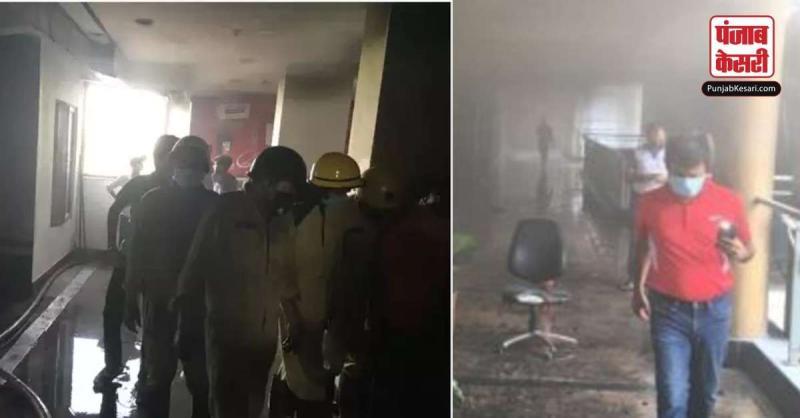 दिल्ली के कड़कड़डूमा इलाके के आदित्य मॉल में लगी आग