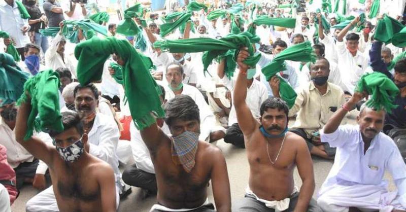 कृषि कानून के खिलाफ कर्नाटक में किसानों ने किया विरोध प्रदर्शन
