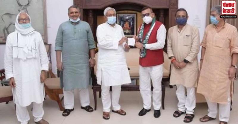बिहार के पूर्व डीजीपी गुप्तेश्वर पांडेय जेडीयू में हुए शामिल, कहा- नहीं समझता राजनीति