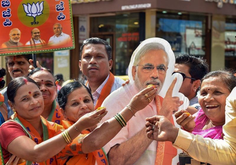 Image result for दिनेश गुंडू राव और विपक्ष के नेता सिद्धारमैया