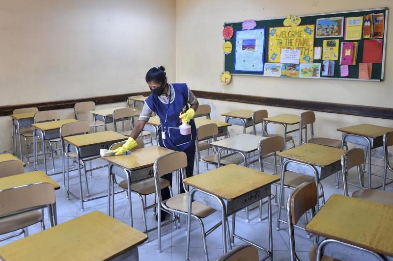 क्या स्कूलों को दोबारा खोलने के लिए हमारी सरकारों के पास पर्याप्त योजनाएं हैं