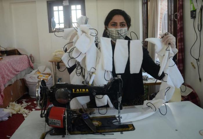 Kashmir Gets Women Warriors To Fight Against Coronavirus As Fashion Designers Tailors Pitch In To Make Masks Ppe