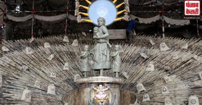 कोलकाता में इस बार बदला गया दुर्गा का रूप, माता की जगह 'प्रवासी महिला' की मूरत की होगी पूजा