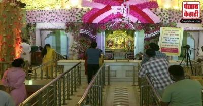 कोविड-19 के बीच दिल्लीवासियों ने नवरात्रि के पहले दिन ऐसे की पूजा-अर्चना