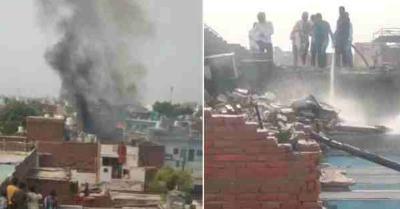 आगरा में पटाखों के गोदाम में ब्लास्ट के बाद लगी आग, चपेट में आने से 2 लोगों की मौत