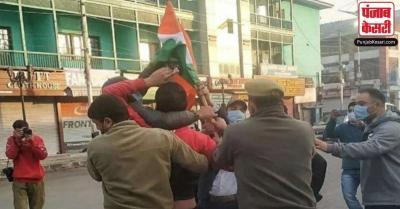 शिवसेना ने पूछा सवाल, आखिर क्यों भाजपा कार्यकर्ता राष्ट्रीय ध्वज फहराने की कोशिश में हिरासत में लिए गए
